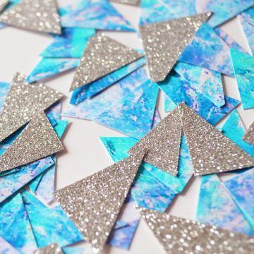 Confettis triangles bleu argent
